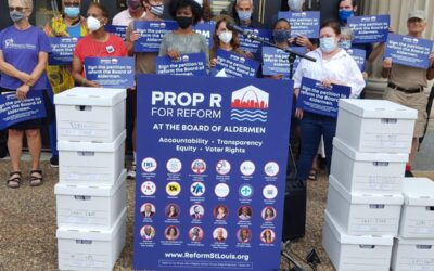 Petitioners submit signatures seeking St. Louis ward redistricting change